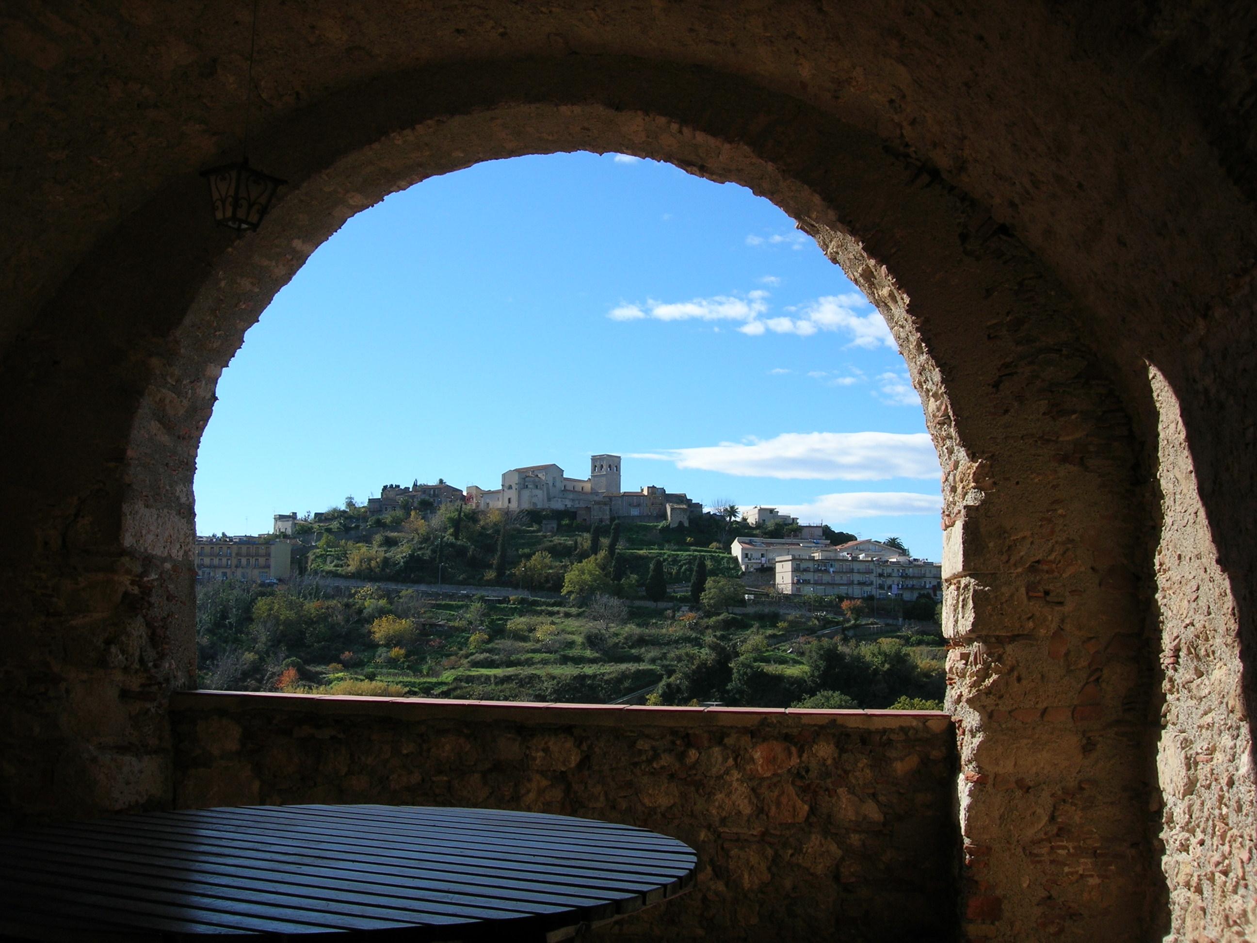 Panorama da sotto l'arco di Villa Cappuccini